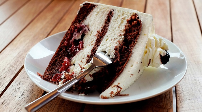 how long does cake last